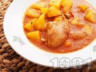 Класическа домашна яхния от пиле с картофи, чушки и доматено пюре